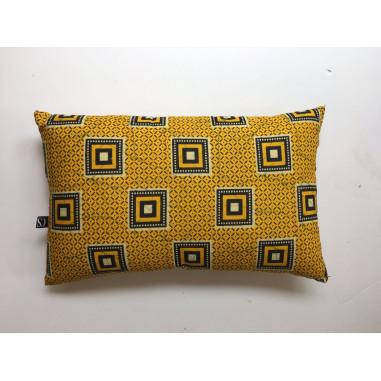 coussin wax jaune avec carres noir et jaune