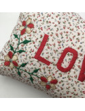 Coussin brodé Love